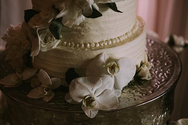glamorous luxury wedding cake